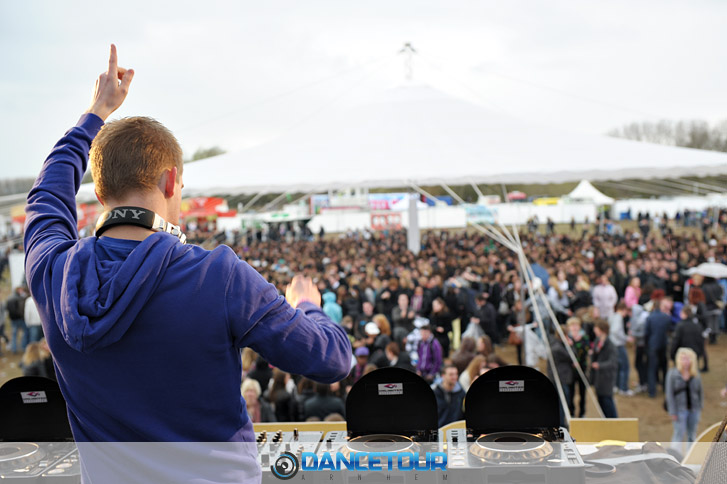 DJ Spare playing at Dancetour 2010